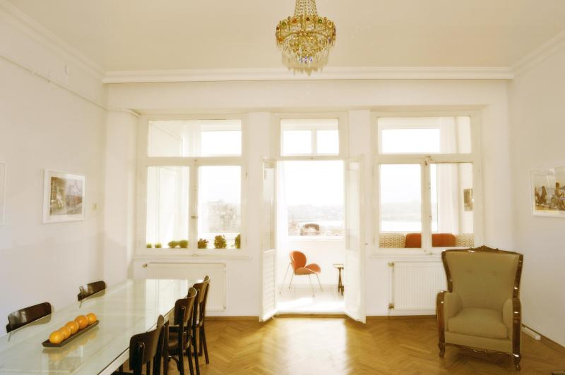 Living room with dining table - Breathtaking Golden Horn view- Living Istanbul - Istanbul - rentals
