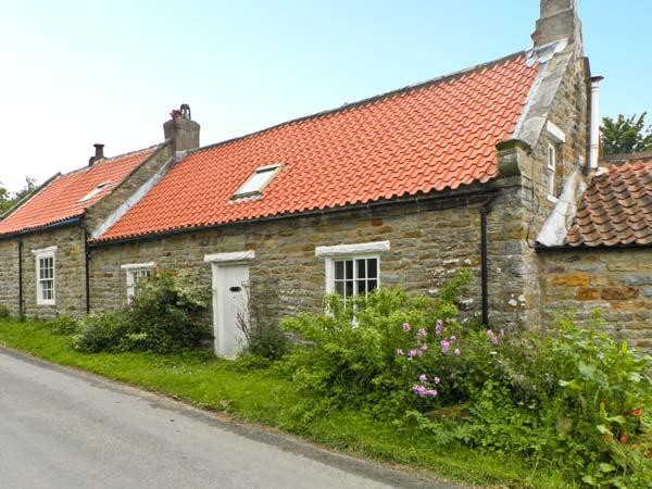 MAW'S COTTAGE, pet friendly, character holiday cottage, with open fire in - Image 1 - Ravenscar - rentals
