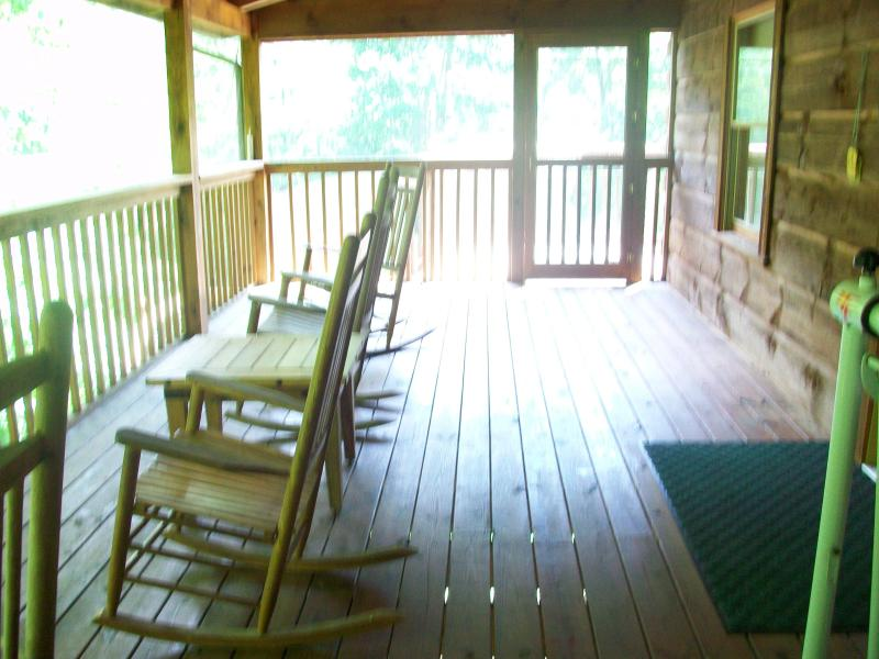 A perfect place to reminisce - Cozy, romantic BearFoot 2. Best location around! - Townsend - rentals