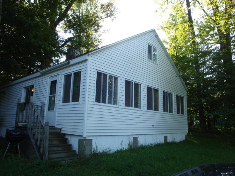 Richmond Shores home from outside - Lakeside 2Bedroom Home in the Beautiful Berkshires - Richmond - rentals