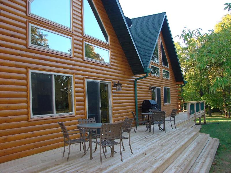 deck facing the lake - Hollywoods Resort Log Retreat - Dent - rentals