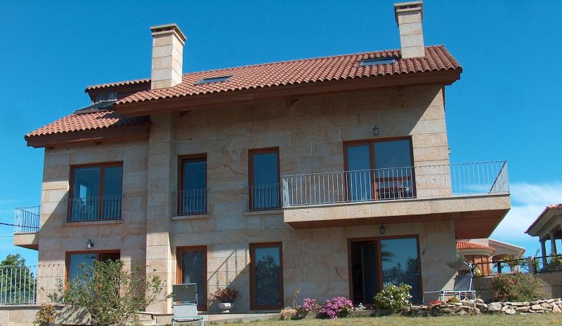 QUALITY APARTMENTS: RELAX AND ENJOY - Image 1 - Galicia - rentals