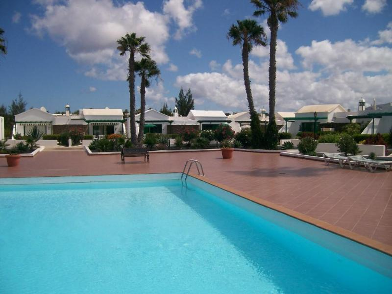 The tranquil poolside - Bungalow Jardin del Sol - Playa Blanca - rentals