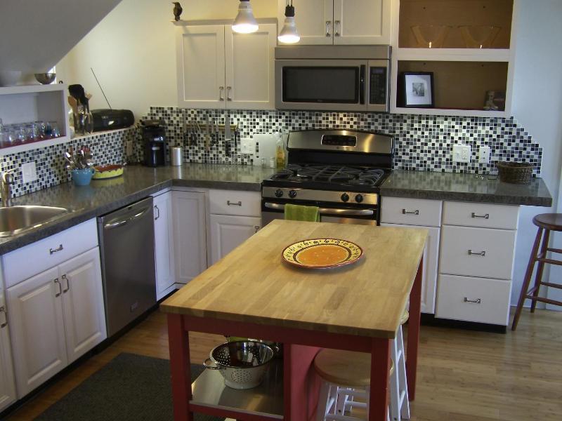 Kitchen - Portland, Maine - East End Weekly Rental - Portland - rentals