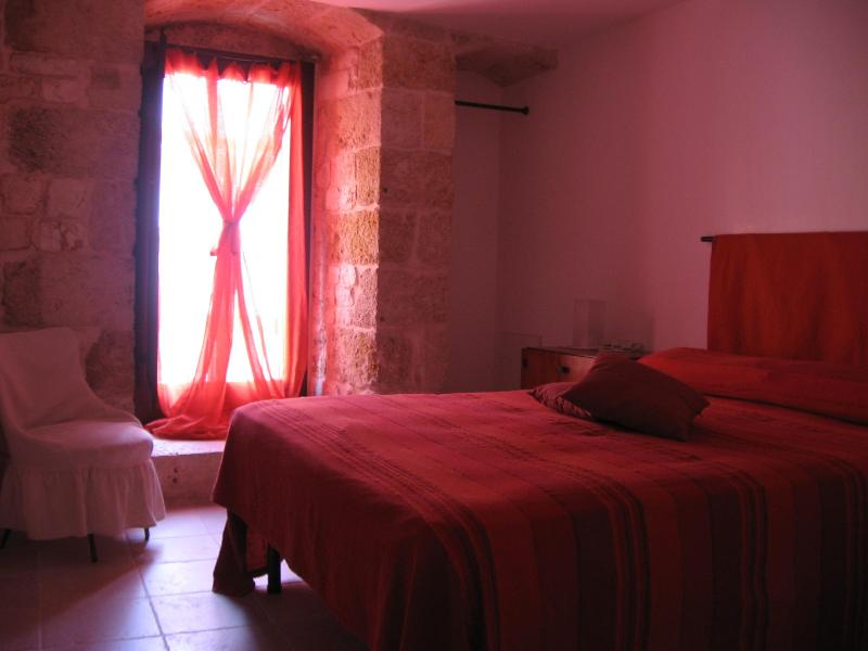 Master bedroom - Lovely stone house in medieval village Conversano-JATTA - Conversano - rentals