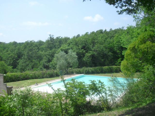 Pool with infinity waterfall - Stunning Tuscan/Umbrian Farmhouse - Infinity Pool - Piegaro - rentals