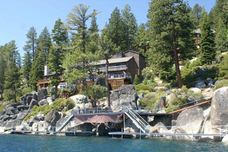 Boulder Shores Lakefront *Buoy/Dock/ Pet Friendly/ Pool Table* - Image 1 - Crystal Bay - rentals
