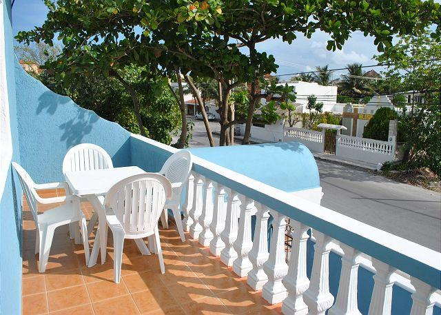 Private patio - Bright, airy apartment, private balcony close to beach, 4 blks to town sqyare - Puerto Morelos - rentals
