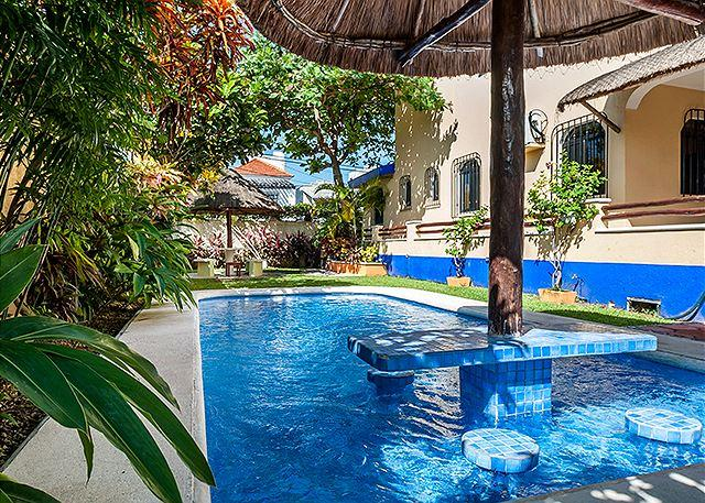 Private back yard with pool & hot tub. Lush garden. - ENJOY EXCEPTIONAL SECLUSION AND PRIVACY - POOL & HOTTUB - GARDENS - SECURE - Puerto Morelos - rentals