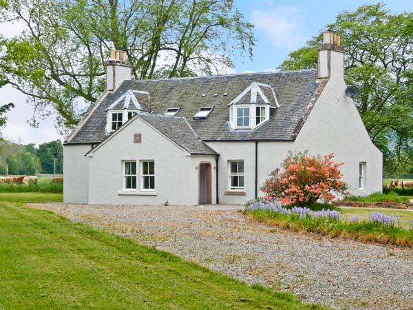 EASTER URRAY, quality luxury accommodation, woodburners, en-suites, large gardens, nr Muir of Ord, Beauly Ref 16491 - Image 1 - Beauly - rentals