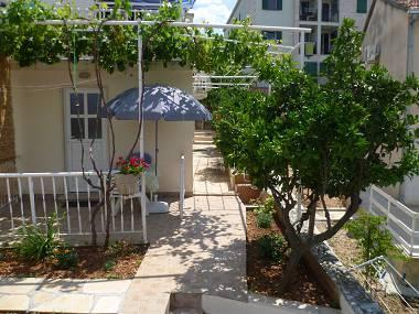 A3(2): terrace (house and surroundings) - 5644  A3(2) - Supetar - Supetar - rentals