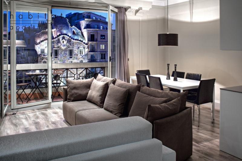 Paseo de Gracia, Balcony view to Gaudi Casa Batlo - Image 1 - Barcelona - rentals