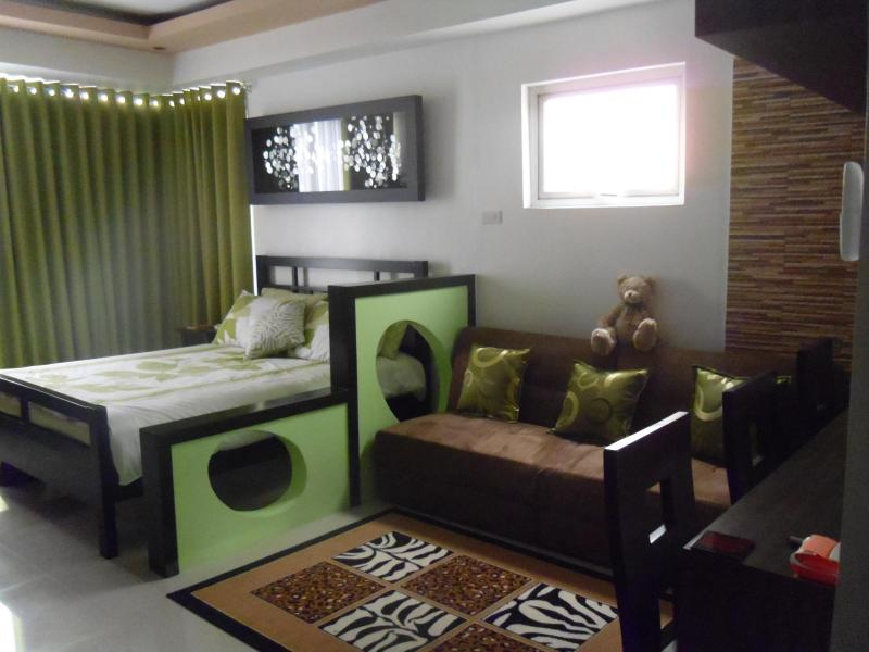 Laze Around this Cosy Bedroom - F1 Executive Studio @ the Centre of Global City - Taguig City - rentals