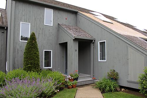 1634 - WATERVIEW TOWN HOUSE WITH ASSOCIATION POOL! - Image 1 - Oak Bluffs - rentals