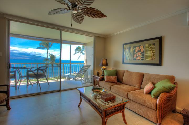 Living room with ocean views - $10 off a nite! OCEANFRONT Updated Decor AC WIFI - Maalaea - rentals