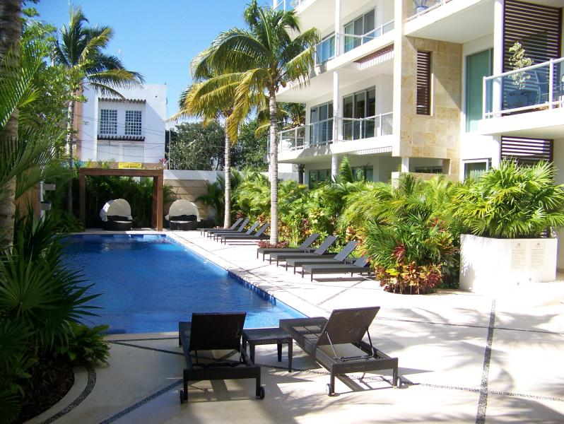 Pool area - Oasis 12 Luxury Boutique 2BR 2BA Condo Downtown - Playa del Carmen - rentals