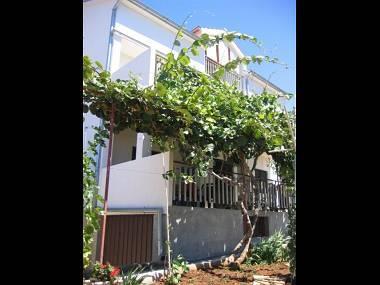 A2(2+3): garden terrace - 5643 A2(2+3) - Biograd - Biograd - rentals