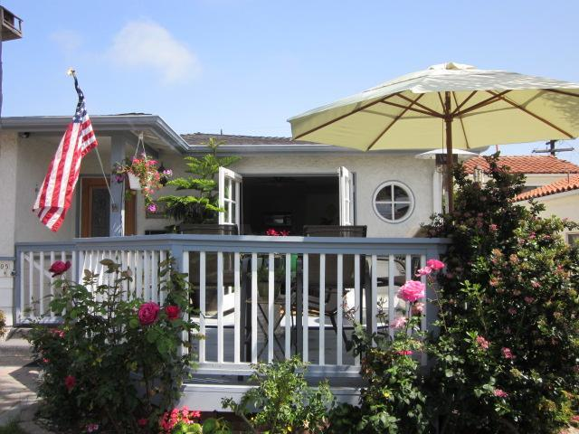 Deck, entry to living room - Hip Beach House - Perfect Summer Location! - San Clemente - rentals