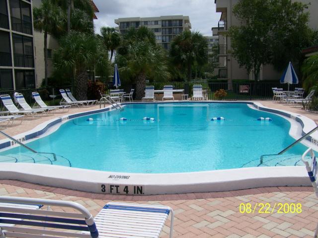 Heated Pool - Gorgeous condo across from Siesta Key Beach - Siesta Key - rentals