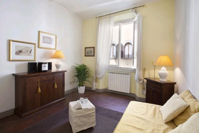 Welcoming apartment situated in the centrally located district of San Niccolo - Image 1 - Florence - rentals