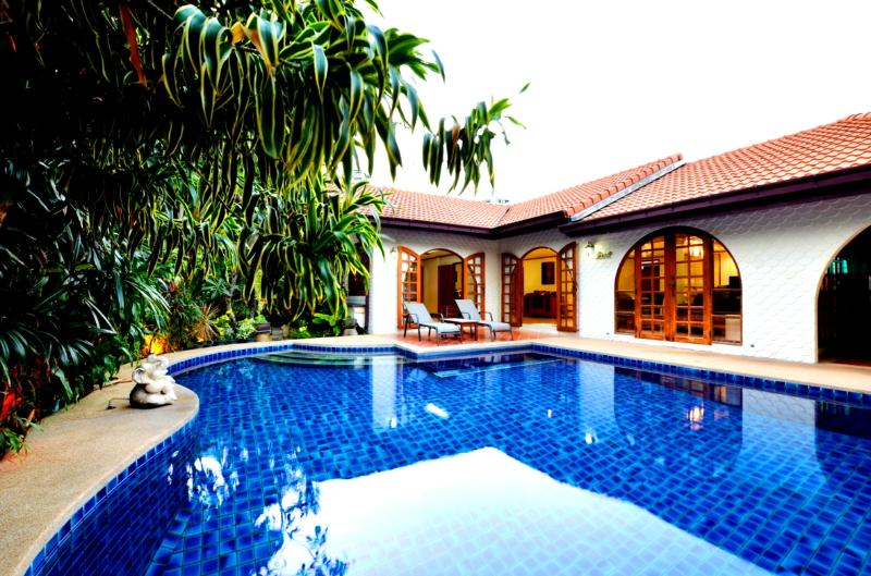 luxury villa with private pool - Best location villa offer direct access to beach - Pattaya - rentals