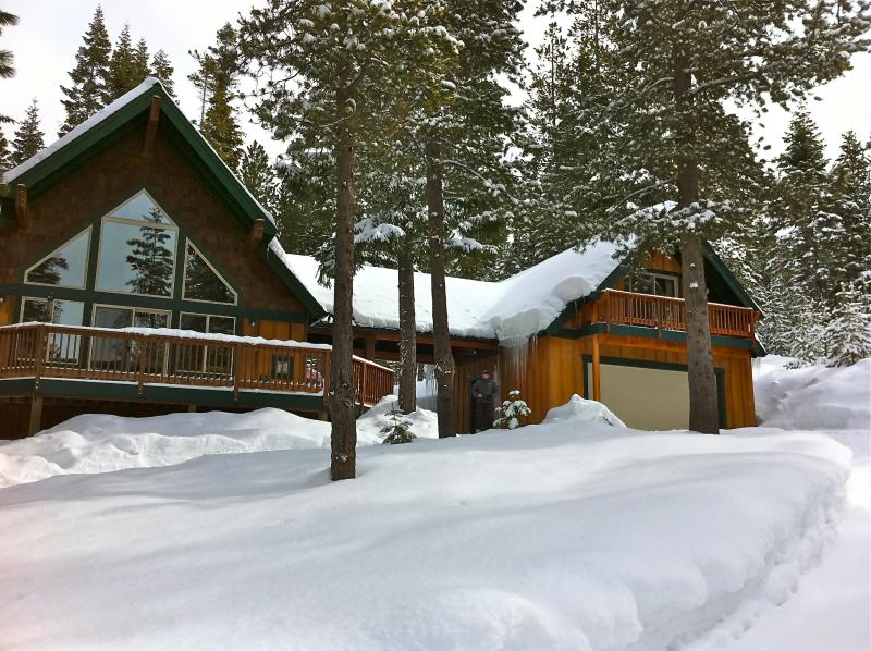 Snowmobile, ski or snowshoe from the cabin to nearby trails - Perfect Getaway -Snowmobile, Ski, Swim, Hike, Fish - Crescent Lake - rentals