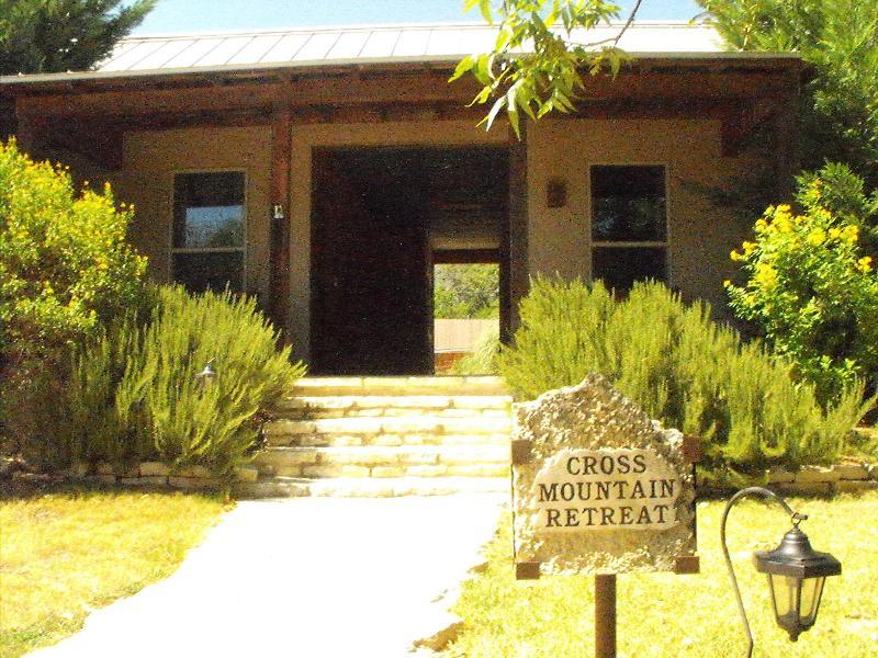 Cross Mountain Retreat, romance for couples - Image 1 - Fredericksburg - rentals