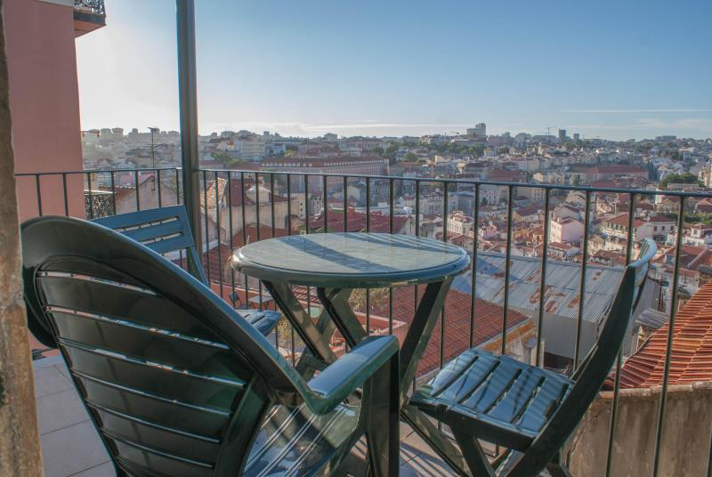 Castelo - Breathtaking view, very quiet, relaxing. - Image 1 - Lisbon - rentals