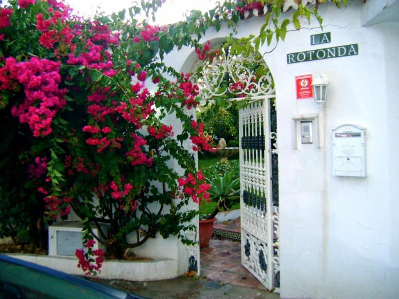 Entrance to the Property - Secluded 6 Bedroom Villa in Fuengirola, Spain - Fuengirola - rentals