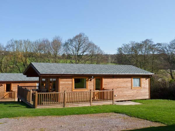 DARTMOOR EDGE LODGE, en-suite bedroom, golf, gym, in Tedburn St Mary, Ref 13133 - Image 1 - Devon - rentals