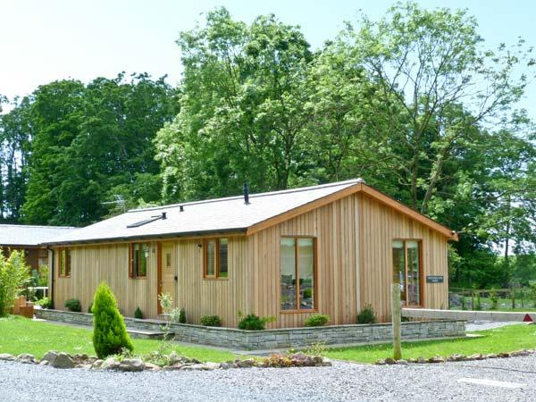 WESTMORLAND LODGE, beautiful log cabin, two bedrooms, woodburning stove, hot tub, pet friendly, in Allithwaite, Ref 13146 - Image 1 - Cumbria - rentals