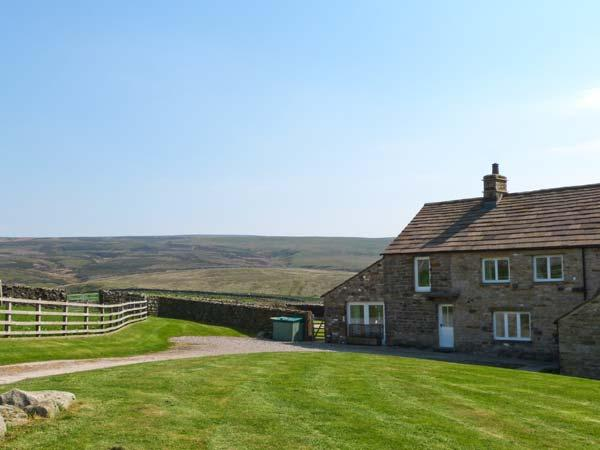 HIGHER CROASDALE FARMHOUSE, pet friendly, character holiday cottage, with a - Image 1 - Fourstones Near Bentham - rentals