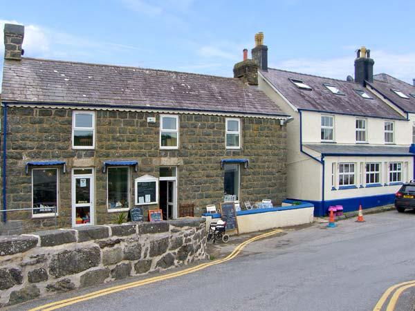 HEN BLAS, close to beach, close to amenities, apartment with woodburner, ideal year-round location in Aberdaron, Ref 16277 - Image 1 - Aberdaron - rentals