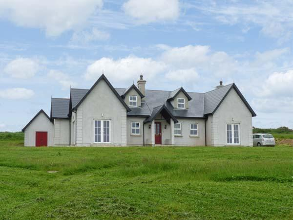 JOSIE'S HOUSE, spacious accommodation, sea views, en-suites, large gardens, in Fethard-on-Sea, Ref 16754 - Image 1 - Fethard On Sea - rentals