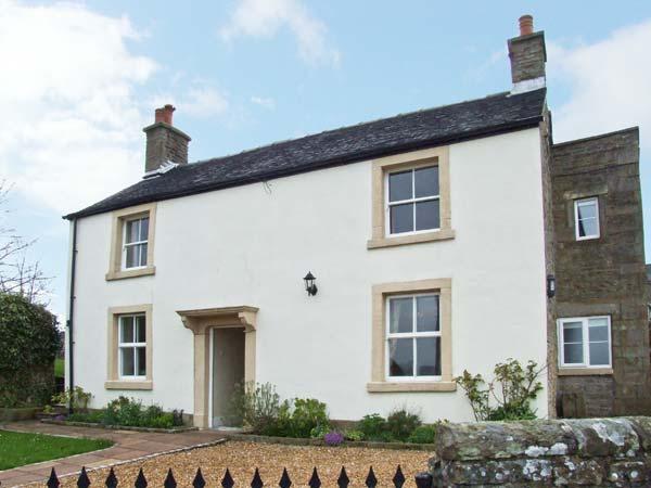 HEATHYLEE, character accommodation, garden, off road parking, in Longnor, Ref 7800 - Image 1 - Longnor - rentals