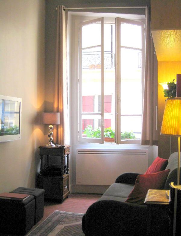 Newly renovated boutique studio with separte sleeping quarter on mezzanine - True Parisian Life with 4-Star Amenities - Paris - rentals