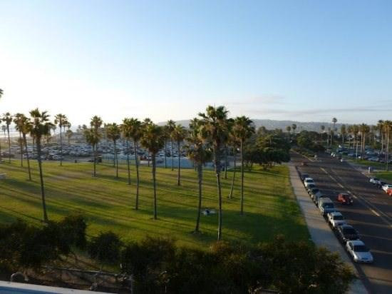 A green park separates this building from Belmont Amusement Park - Darrell's South Mission Beach Penthouse Vacation Condo With A/C - Pacific Beach - rentals