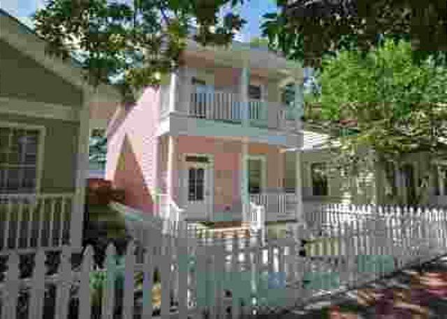 E. Park Ave – Charming Savannah Rental w/Full Kitchen, Premium Linens, & WiFi - Image 1 - Savannah - rentals