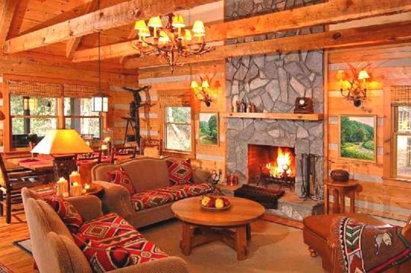 Main Floor Living Room - Rainbow's End - pet friendly cabin - Seven Devils - rentals