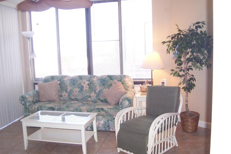 living room - Ground Floor Condo just steps way from Beach - Panama City Beach - rentals