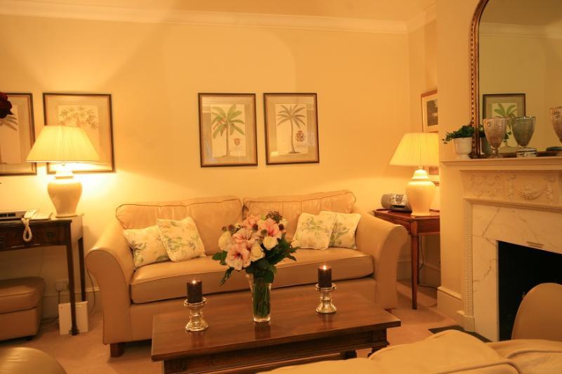 2 Bedroom/2 Bathroom Apartment - South Kensington 2 Bedroom/2 Bathroom Garden Flat - London - rentals