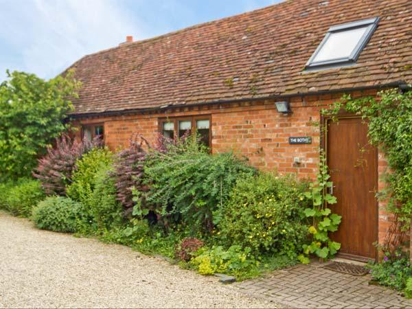 THE BOTHY, romantic retreat, open plan studio accommodation, woodburning stove, in Stratford-upon-Avon, Ref 8622 - Image 1 - Stratford-upon-Avon - rentals
