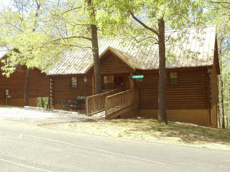 Rustic & Elegant in the Ozark Woods - Elegantly Rustic -2 Master Suites- King Size Beds - Branson - rentals