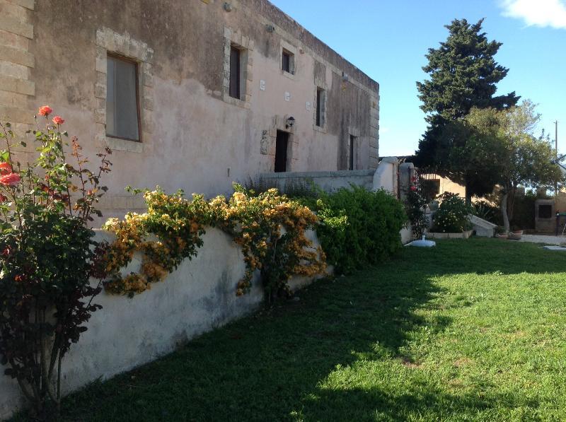 Historical villa in the Sicilian countryside! - Image 1 - Syracuse - rentals