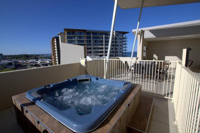 Heated Outdoor Spa/Hottub - Redcliffe Beachfront Penthouse Near Brisbane - Redcliffe - rentals