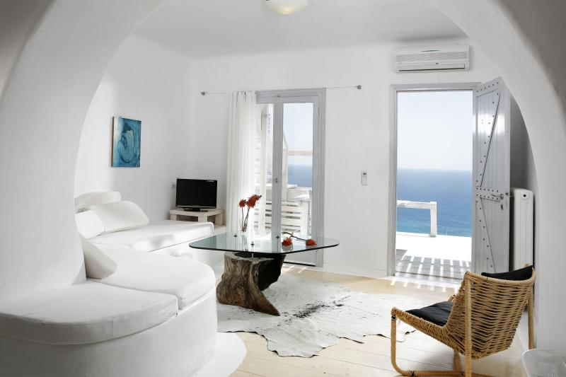 Superior Apartment n.13 - Living room - Votsalaki Resort Mykonos - One bedroom Apartment with sea view and sharing pool - Paradise Beach - rentals