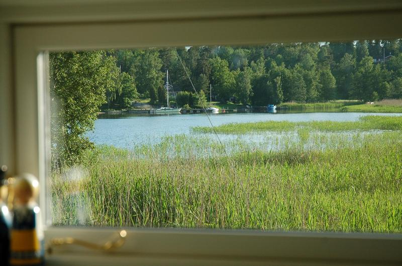 View through kitchen window - 25 meters from Stockholm archipelago, boat + canoe - Stockholm - rentals