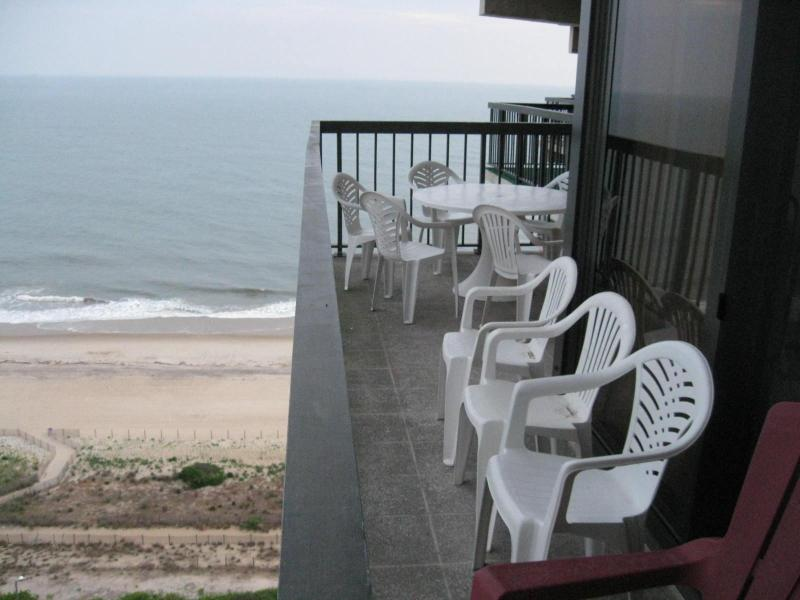 Living room balcony - Spectacular 4 bedrooms bilevel Oceanfront - Ocean City - rentals