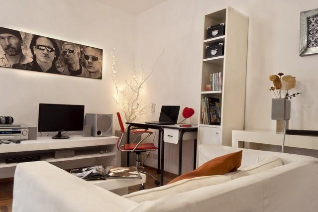 Livingroom equipped with LED TV, DVD player, Home Theatre (connection to electronic devices) - 2 Bedroom Apartment Comfort Quality and Good Price - Buenos Aires - rentals