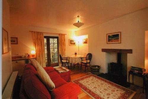 GALABANK COTTAGE, Galashiels, Scottish Borders - Image 1 - Galashiels - rentals